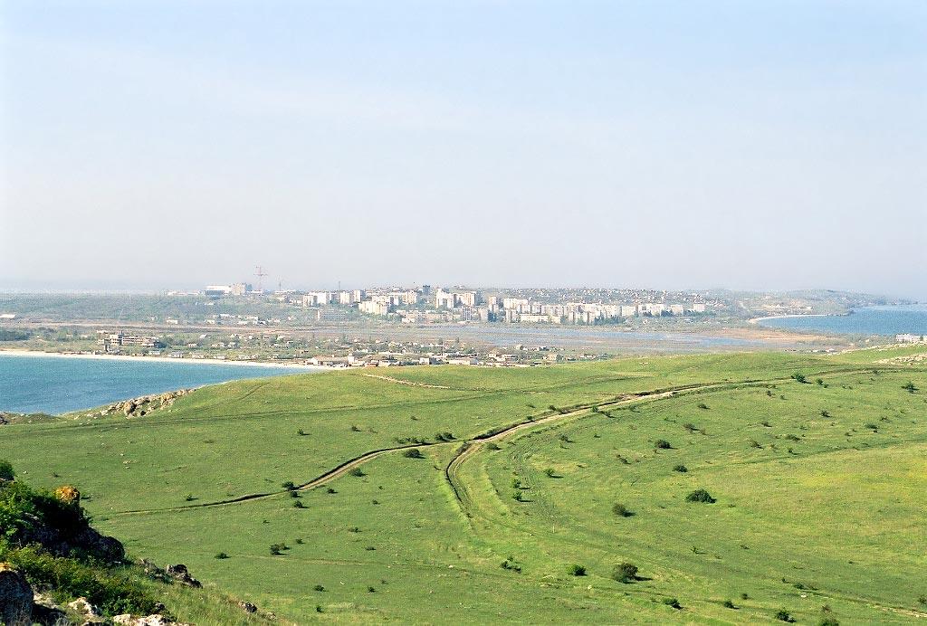 Вид на Щёлкино с Казантипа