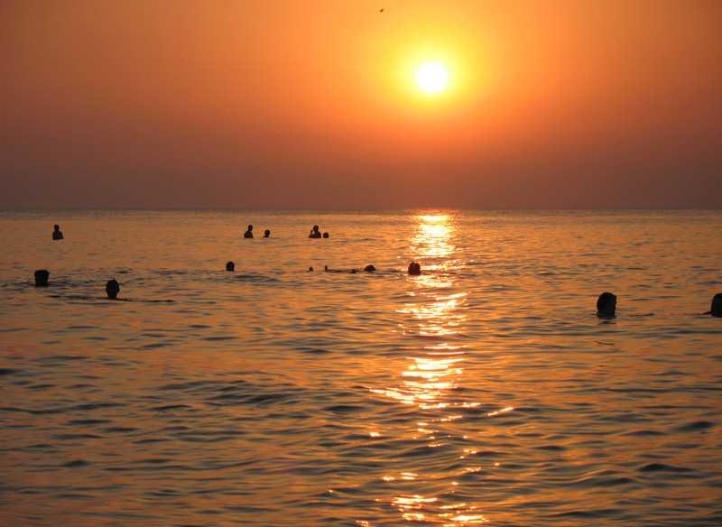 Романтический закат на море